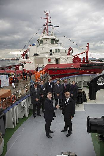 File Neil Gilliver, Rolls-Royce, President – Merchant (front left) congratulates Ali Gurun, Sanmar Shipyard, Project Director in front of the world's first LNG power tug, Borgøy.