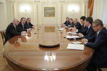 File Meeting with Shell CEO Ben van Beurden. (Photo: The Presidential Press and Information Office)