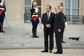 File Vladimir Putin with Francois Hollande (Photo courtesy Putin