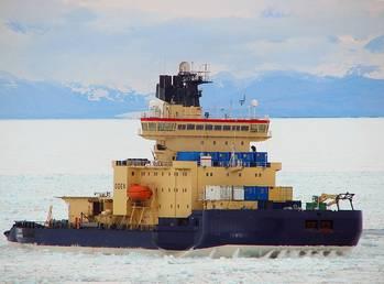 File Icebreaker Oden: Photo credit USN