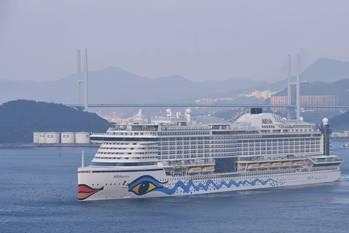 File AIDAprima sailing to Hamburg (Photo: MHI)