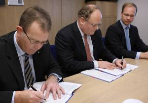 File Mr Uffe Nyborg Johansen, President & General Manager Services, Wärtsilä in Denmark, Mr Paul Carsten Pedersen, Chief Executive Officer, Maersk FPSOs and Maersk LNG and Mr Christoph Vitzthum, Group Vice President, Wärtsilä Services, sign the service agreement between Wärtsilä and Maersk LNG. (Photo courtesy Wärtsilä Corporation)