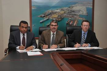 File ASRY signs ABB pact: (L to R) Magdy Mustafa, Nils Kristian Berge, John Fyfe