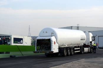File Antwerp Port_bunkering LNG_trucktoship