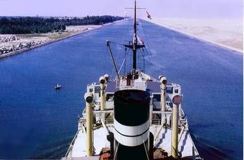 File Suez Canal Transit: Photo credit Backwell