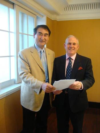 File IMRF Chairman and APRC Vice- Chairman, Michael Vlasto, with APRC Chairman, Captain Song