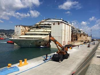 File Costa Concordia moored Genoa: Photo courtesy of TITAN Salvage