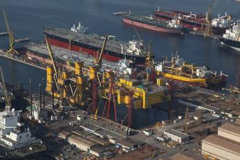File Heavy lifts in DDW Yard: Photo credit Drydocks World