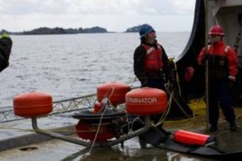 File Delaware River spill response: Photo courtesy of USCG