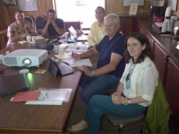 File  Signing of the Contract, from the right: Verónica Alonso, SENER North America Area Manager, Kenneth R. Munroe, Eastern Executive Vice President and Chief Operating Officer, Rodrigo Pérez, SENER Project Manager and two Eastern IT specialists.