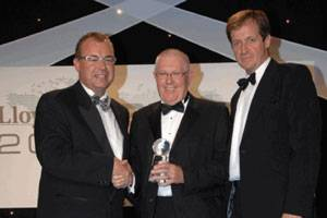 File Maurice Storey, Honorary Chairman, Evergreen Marine (UK) accepts the Corporate Social Responsibility Award from Captain Henrik Kristensen, head of CSR at APM Terminals (left) and Alastair Campbell (right) .