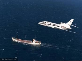 File Aéronavale Falcon 50 Over-flys Merchant Vessel: Photo credit EUNAVFOR