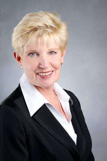 File Gayle Lewis