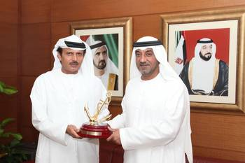 File H.H. Sheikh Ahmed receives Golden Anchor to commemorate Dubai Maritime City's Business District launch.