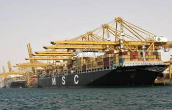 File Jebel Ali Port Handles Simultaneous Visits by Mega Ships