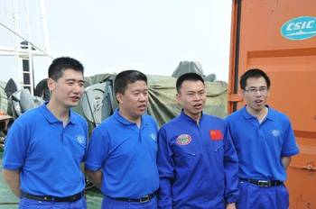 File Jiaolong crew-members: Photo courtesy of China SOA