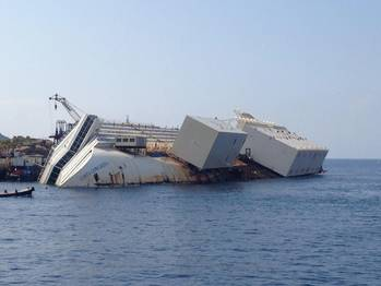 File Costa Concordia with the sponsons attached to her port-side hull. (© KSB Italia S.p.A.)