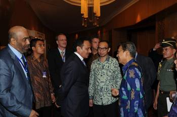 File Khamis Juma Buamim with HE Boediono, Vice-President of the Republic of Indonesia.