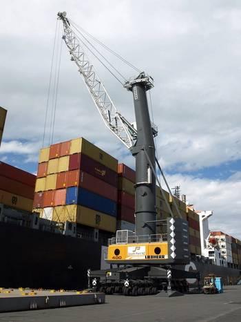File LHM 550 mobile harbor crane (Photo: Liebherr)