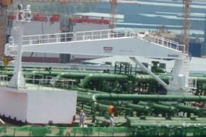 File MacGREGOR 20-tonne capacity hose-handling crane