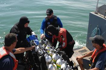 File Robert J. Walker wreck investigations: Photo courtesy of NOAA