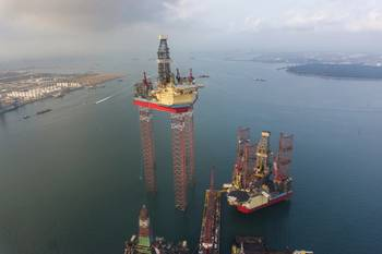 File Ultra-deepwater rig: Photo Maersk