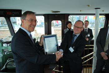 File From left to right: Robert Baack (IMPERIAL Shipping Holding GmbH, COO) receives an official Green Award plaque from Jan Fransen (Green Award Foundation, Managing director)