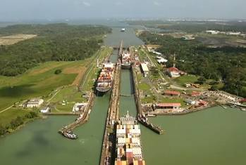 File Panama Canal locks: Image CCL 2