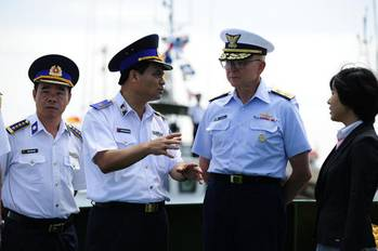File Commandant Papp in Vietnam Discussion: Photo credit USCG