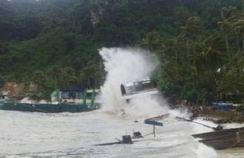 File Thai harbour storm: Photo courtesy of Krabi Marine Police