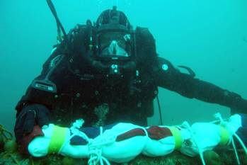 File Naval divers return to the wreck of HMS Royal Oak to replace her White Ensign (Photo: UK Royal Navy)