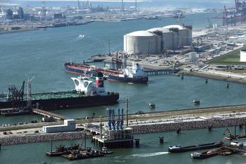 File The Port of Rotterdam predicts becoming a LNG bunkering hub by 2030