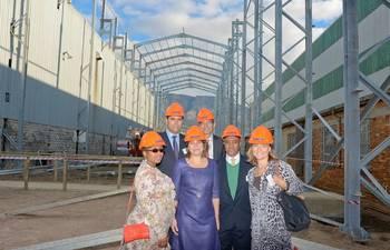 File Shed 6 photo with Minister Ploumen, Bonnie Horbach, Sam Montsi-Zuma, Friso Visser and Ambassador Adre Haspels