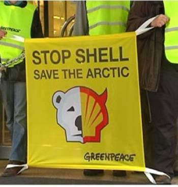 File Protest banner: Image courtesy of Greenpeace
