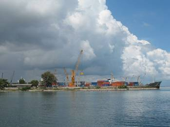 File Songkhla Port (Orapin4, apparently just in view): Photo Wiki CCL