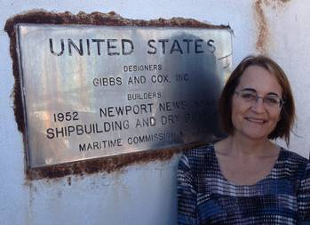 File Susan Gibbs With Dedication Plaque
