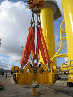 File newly developed hydraulic lifting yoke from Danish based Fyns Kran Udstyr.