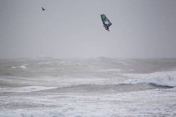 File Traversa windsurfs aloft: Photo courtesy of Kia Cold Hawaii
