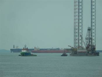 File Tug Fairmount Summit towed jack-up rig West Ariel from Vietnam, to Singapore (Photo courtesy of Fairmount)