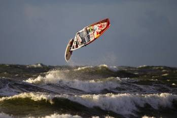 File Windsurfur looping: Photo credit Kia Cold Hawaii Races