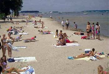 File Great Lakes Beach: Photo credit EPA