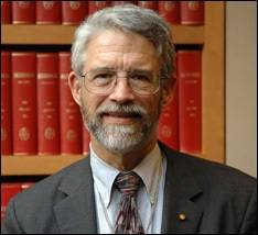 File Dr. John P. Holdren is Assistant to the President for Science and Technology, Director of the White House Office of Science and Technology Policy and Co-Chair of the President