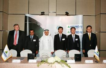 File Signing Ceremony (Dr. Abdul Aziz Al-Ohaly, UASC Board Director (third from left) and Mr. Kim Oi-hyun, President and COO of Hyundai Heavy Industries (third from right))