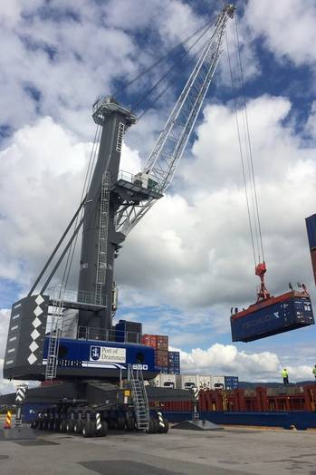 File Liebherr LHM 550 allows for highly efficient container handling in Port of Drammen.