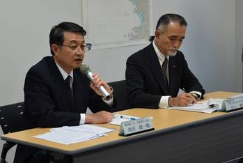 File MOL Managing Executive Officer Junichiro Ikeda (left) and MOL Executive Officer Takaaki Inoue (right) (Photo: MOL)