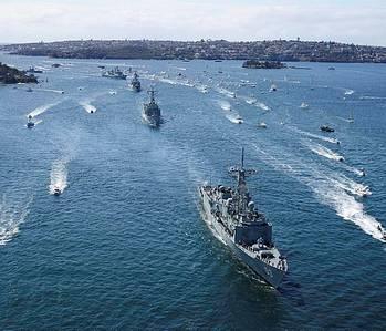File HMAS Sydney leads Australian warship