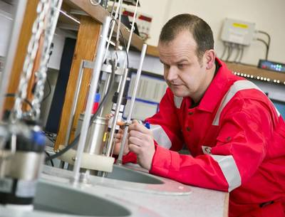 An Ashtead Technology calibration engineer at work.