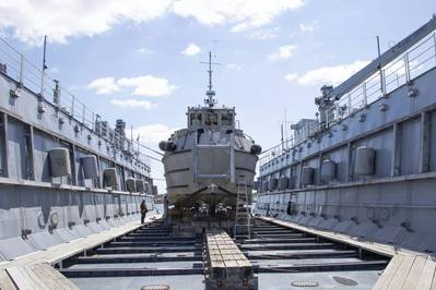 A dive boat attached to Mid-Atlantic Regional Maintenance Center (MARMC) Dive Locker sits on the blocks of MARMC's floating dry dock Dynamic (AFDL 6) for repairs. (Photo: Hendrick L. Dickson / U.S. Navy).
