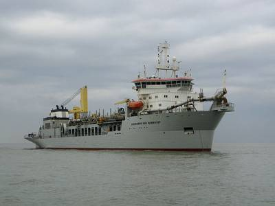 A large dredger: Photo Wiki CCL
