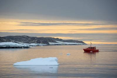 Antarctic Survey Vessel Wyatt Earp Surveying Newcomb Bay. Photo: ABHSO Dyer, Royal Australian Navy